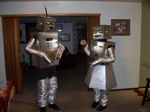 http://www.mentalfloss.com/blogs/wp-content/uploads/2011/10/500robotcouple.jpg