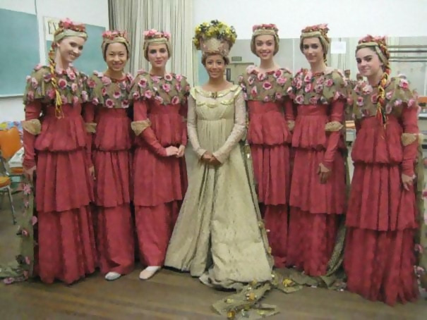 http://d1grj1r615atwi.cloudfront.net/wp-content/uploads/2018/09/26150125/old-fashioned-funny-bridesmaids-dresses-48-5ae3301f777ad__605.jpg