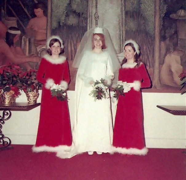 http://d1grj1r615atwi.cloudfront.net/wp-content/uploads/2018/09/27094045/old-fashioned-funny-bridesmaids-dresses-25-5ae314ae98076__605.jpg