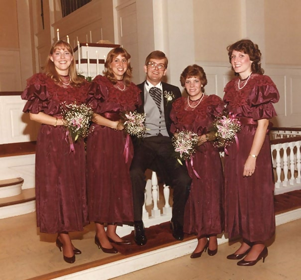 http://d1grj1r615atwi.cloudfront.net/wp-content/uploads/2018/11/01142132/old-fashioned-funny-bridesmaids-dresses-41-5ae320cc0113f__605.jpg