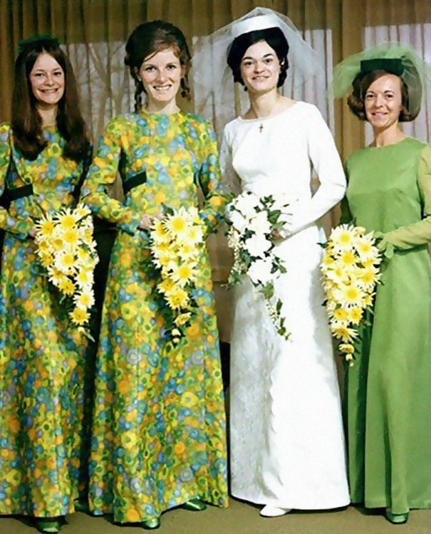 http://d1grj1r615atwi.cloudfront.net/wp-content/uploads/2018/11/01142128/old-fashioned-funny-bridesmaids-dresses-33-5ae31b25bb2e0__605.jpg